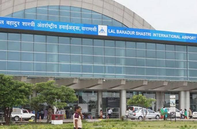 दम्माम से काठमांडू पहुंचा विमान खराब मौसम के कारण नहीं कर पाया लैंड, वाराणसी एयरपोर्ट से 9 घंटे बाद भरी उड़ान|वाराणसी,Varanasi - Dainik Bhaskar