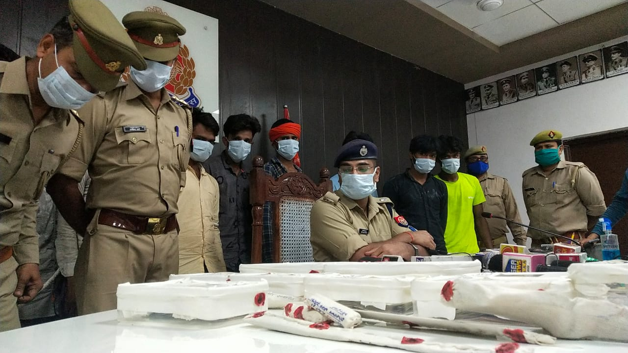 रेकी करने के बाद अंजाम देते थे लूट, 9 शातिर अपराधियों को पुलिस ने मुठभेड़ के बाद दबोचा आगरा,Agra - Dainik Bhaskar