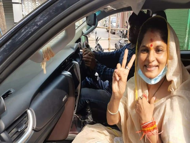 जौनपुर में पूर्व सांसद धनंजय सिंह की पत्नी श्रीकला को मिले 43 वोट, नीलम सिंह को 28 वोट मिले|जौनपुर,Jaunpur - Dainik Bhaskar