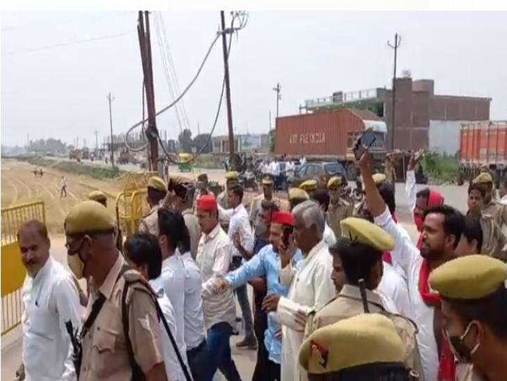 चुनाव पर नजर रखने पहुंचे सपा प्रदेश अध्यक्ष, पुलिस ने रोका काफिला|कानपुर,Kanpur - Dainik Bhaskar