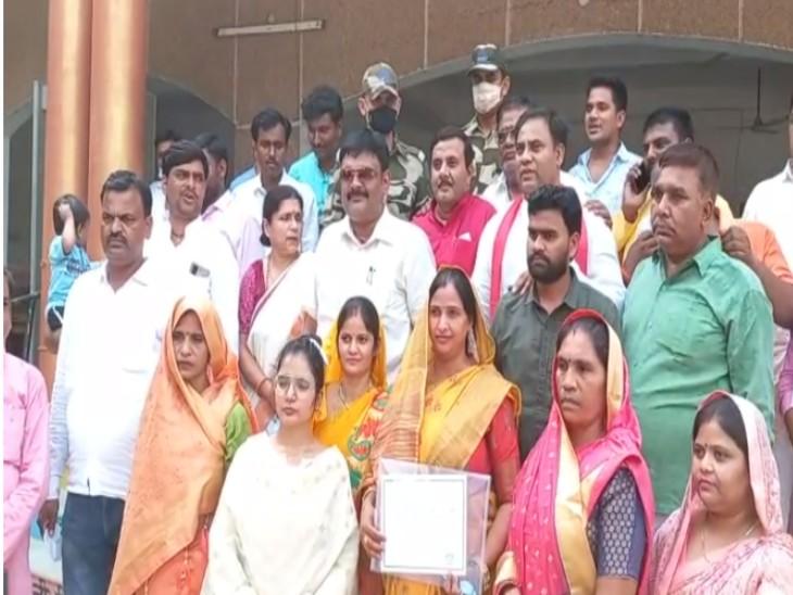 भाजपा की प्रिया शाक्य को 15 वोट मिले, सपा को 2 वोटों से हराया। - Dainik Bhaskar