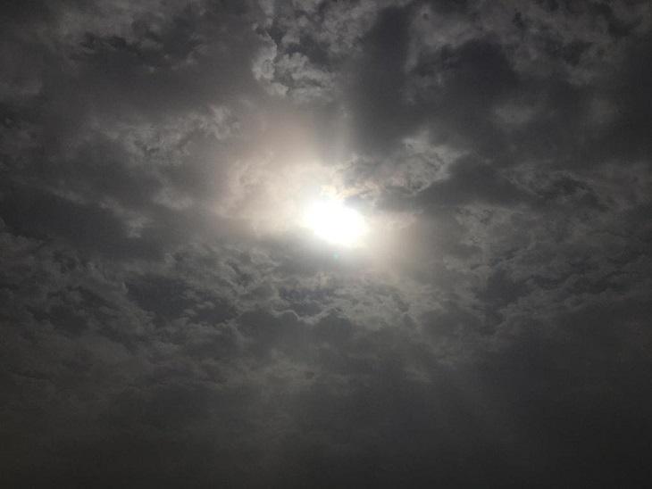 देर रात हुई बारिश के बाद छाए बादलों ने तपती गर्मी से दिलाई कुछ राहत, आज बारिश की 30% उम्मीद|पानीपत,Panipat - Dainik Bhaskar