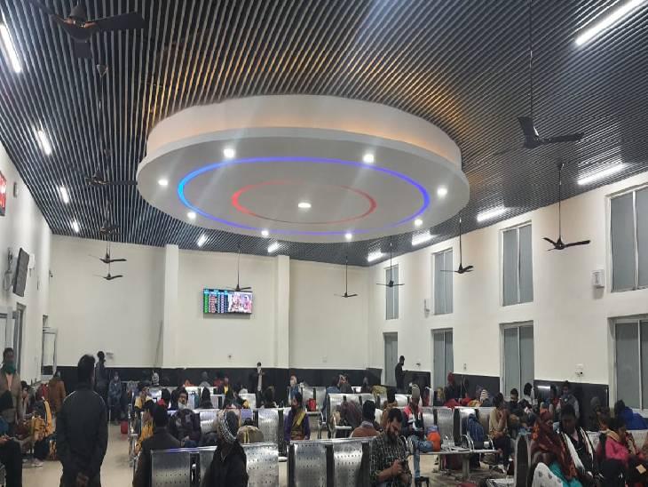 जबलपुर बना ऊर्जा न्यूट्रल स्टेशन, LED और सोलर प्लांट लगाकर एक साल में एक करोड़ यूनिट बिजली की बचत की|जबलपुर,Jabalpur - Dainik Bhaskar