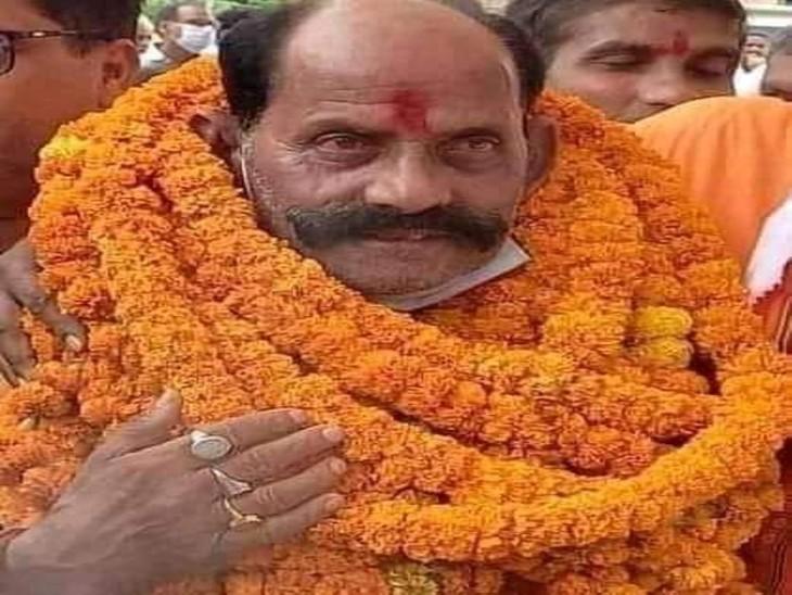 भाजपा के गिरीश चंद तिवारी बने जिला पंचायत अध्यक्ष, सपा को मिले 11 वोट|देवरिया,Deoria - Dainik Bhaskar