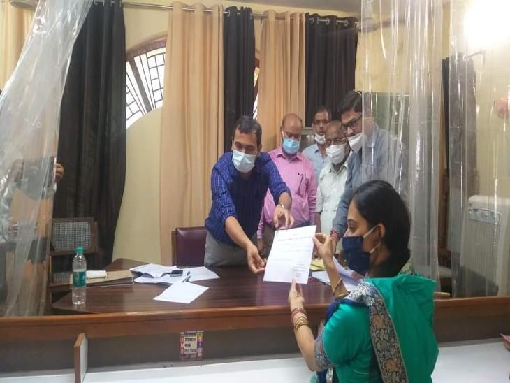BJP की हर्षिता सिंह बनीं जिला पंचायत अध्यक्ष, सपा प्रत्याशी को मिले 11 वोट|फिरोजाबाद,Firozabad - Dainik Bhaskar