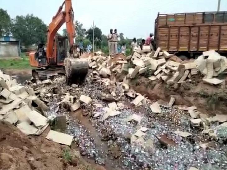 अमलेश्वर पुलिस ने करीब 5 साल में 829 पेटी शराब की थी जब्त, कोर्ट के आदेश पर नष्ट करने की हुई कार्रवाई|भिलाई,Bhilai - Dainik Bhaskar