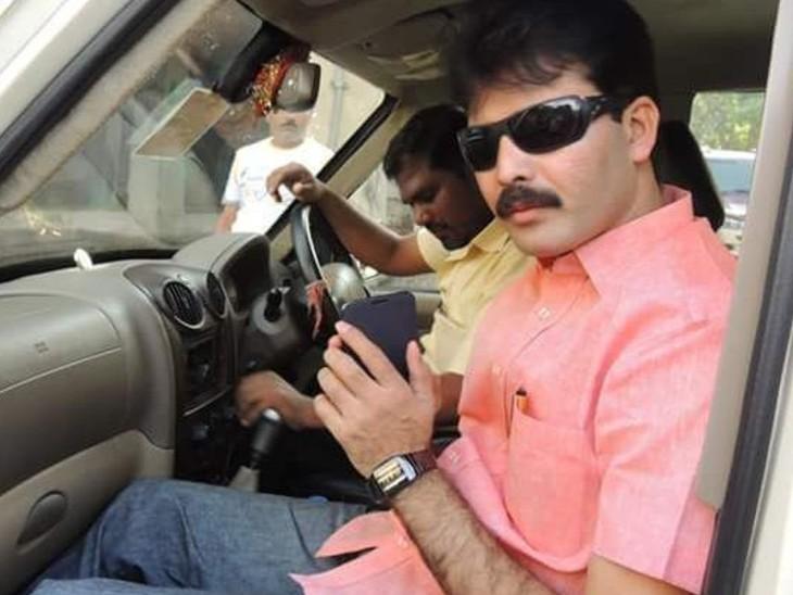 पूर्व MLC विनीत सिंह पर भी कई आपराधिक मुकदमे दर्ज हैं।