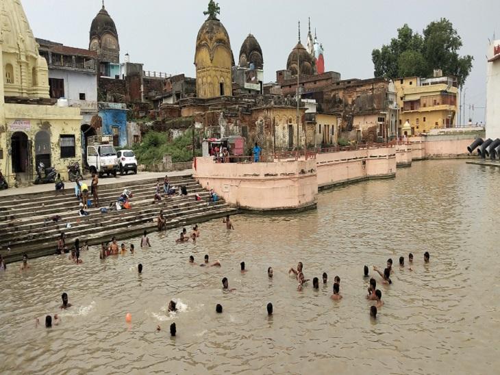 हनुमानगढ़ी समेत मंदिरों में उमड़ा श्रद्धालुओं का तांता, बिना मास्क लगाए लोगों ने किए दर्शन; पौड़ी में लगाई आस्था की डूबकी अयोध्या,Ayodhya - Dainik Bhaskar