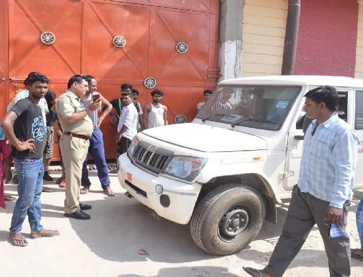 महाराष्ट्र से हापुड़ के पिलखुआ कस्बे में जाने के लिए निकला था; पुलिस ने बॉडी को कब्जे में लेकर पोस्टमार्टम के लिए भेजा|मेरठ,Meerut - Dainik Bhaskar