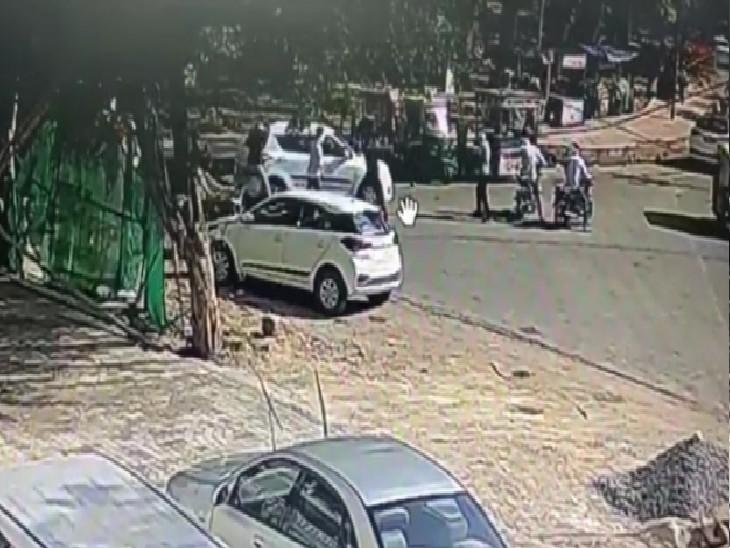 बाइक सवार बदमाशों ने शराब ठेकेदार के बेटे की कार तोड़ी, फायरिंग की, गाड़ी में लगी गोली, किस्मत से बची जान ग्वालियर,Gwalior - Dainik Bhaskar