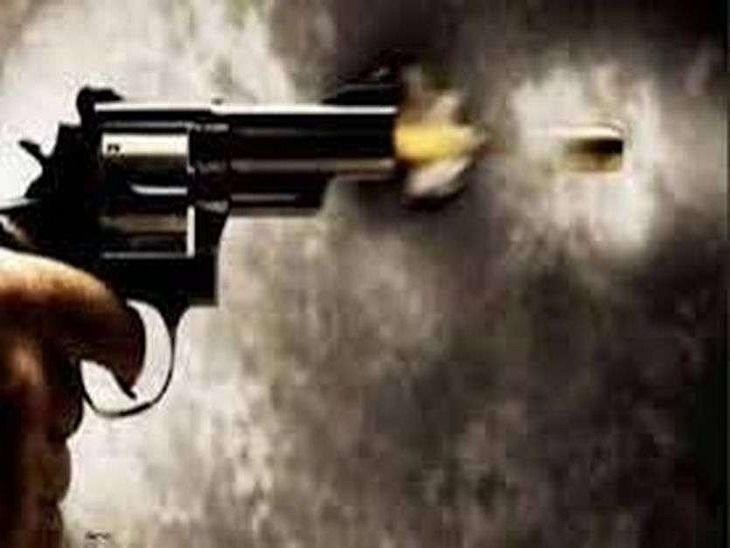 बाइक ठीक कराने को लेकर दो पक्षों में विवाद, दबंगों ने की ताबड़तोड़ फायरिंग; गोली लगने से 5 घायल|बरेली,Bareilly - Dainik Bhaskar