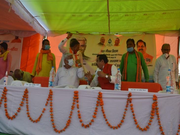 जल शक्ति मंत्री गजेंद्र सिंह और कैबिनेट मंत्री महेंद्र सिंह ने किया निरीक्षण, बोले मंत्री- 10 साल तक हर घर जल योजना के तहत मिलेगा गुणवत्ता युक्त पानी झांसी,Jhansi - Dainik Bhaskar