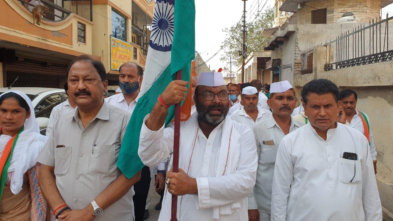प्रदेश अध्यक्ष अजय कुमार लल्लू बोले-पंचायत चुनाव में प्रत्याशी नहीं डीएम-एसपी जीते|मथुरा,Mathura - Dainik Bhaskar