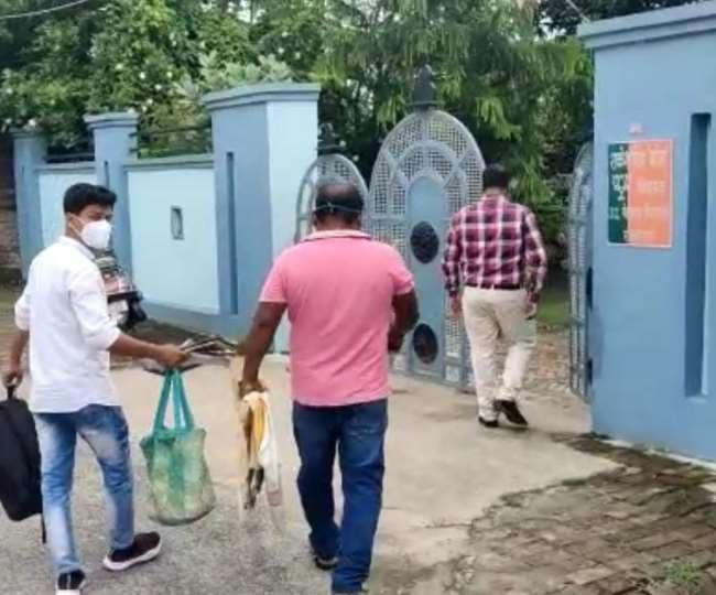 जूता कांड के चर्चित मेहदावल विधायक राकेश सिंह बघेल के घर CBI की रेड, रिवरफ्रंट घोटाले में खंगाली जा रही कुंडली|गोरखपुर,Gorakhpur - Dainik Bhaskar