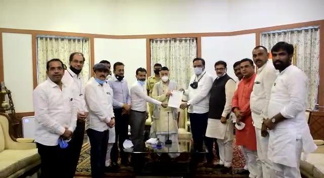निलंबित भाजपा विधायकों ने राज्यपाल भगत सिंह कोश्यारी से मिलकर अपना पक्ष रखा।