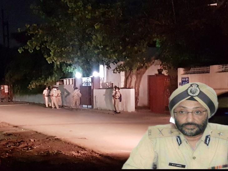 हर वक्त जीपी सिंह के घर के बाहर अब पुलिस का पहरा है।