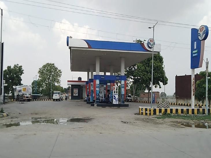 3 दिन का कैश लेकर जाते समय बाइक सवार बदमाशों ने छीना बैग, पुलिस खंगाल रही CCTV फुटेज|झांसी,Jhansi - Dainik Bhaskar