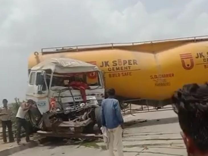 बजरी से भरे तेज रफ्तार ने ट्रेलर ने सीमेंट के बलकर के टक्कर मारी, हादसे में 4 घायल कोटा,Kota - Dainik Bhaskar