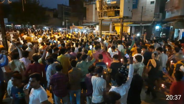 कैंडिल जलाकर बोले फांसी दो हत्यारे को,हजारों लोगों ने निकाला कैडिल मार्च, आंखों में आंसू भरकर दी श्रद्धांजलि मुरैना,Morena - Dainik Bhaskar