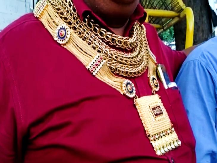कन्हैया हर वक्त पहने रहते हैं साढ़े 3 किलो सोने के जेवरात।