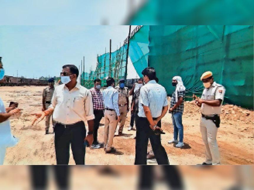 रेलवे स्टेशन के पास क्लिंकर की लोडिंग-अनलोडिंग से हो रहा प्रदूषण, प्रशासनिक कमेटी ने मौके पर की जांच भरतपुर,Bharatpur - Dainik Bhaskar
