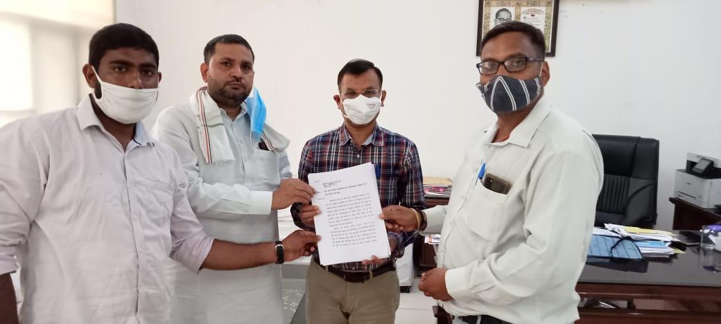 सनफ्लैग को सरकारी अस्पताल बनाने के लिए पीएम-सीएम के नाम सौंपा ज्ञापन, लोग बोले आम आदमी को इलाज में सहूलियत होगी|फरीदाबाद,Faridabad - Dainik Bhaskar