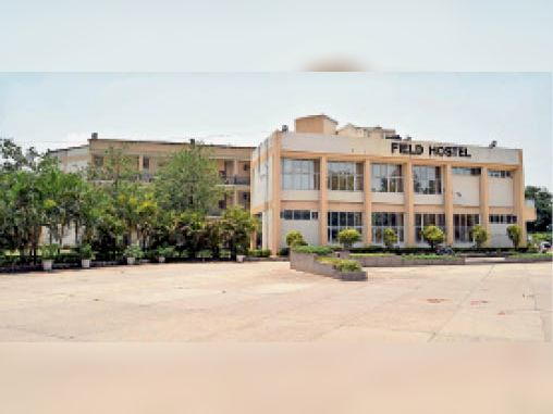 सेक्टर-6 में स्थित फील्ड हाॅस्टल। - Dainik Bhaskar