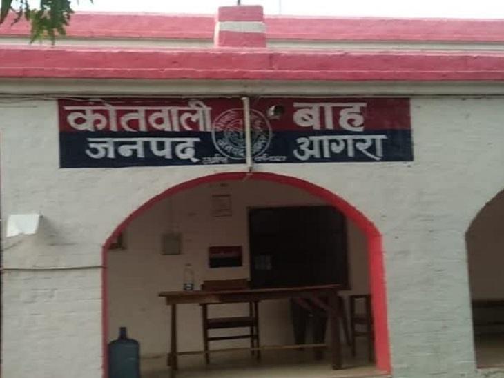 पीड़ित पिता का आरोप- बाइक पर जबरन बैठा ले गया, तीन के खिलाफ केस दर्ज; 8 दिन पहले ही मायके आई थी युवती|आगरा,Agra - Dainik Bhaskar