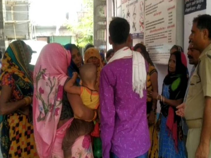 बांदा में बच्ची की हत्या के बाद परिजनों ने जमकर हंगामा किया।