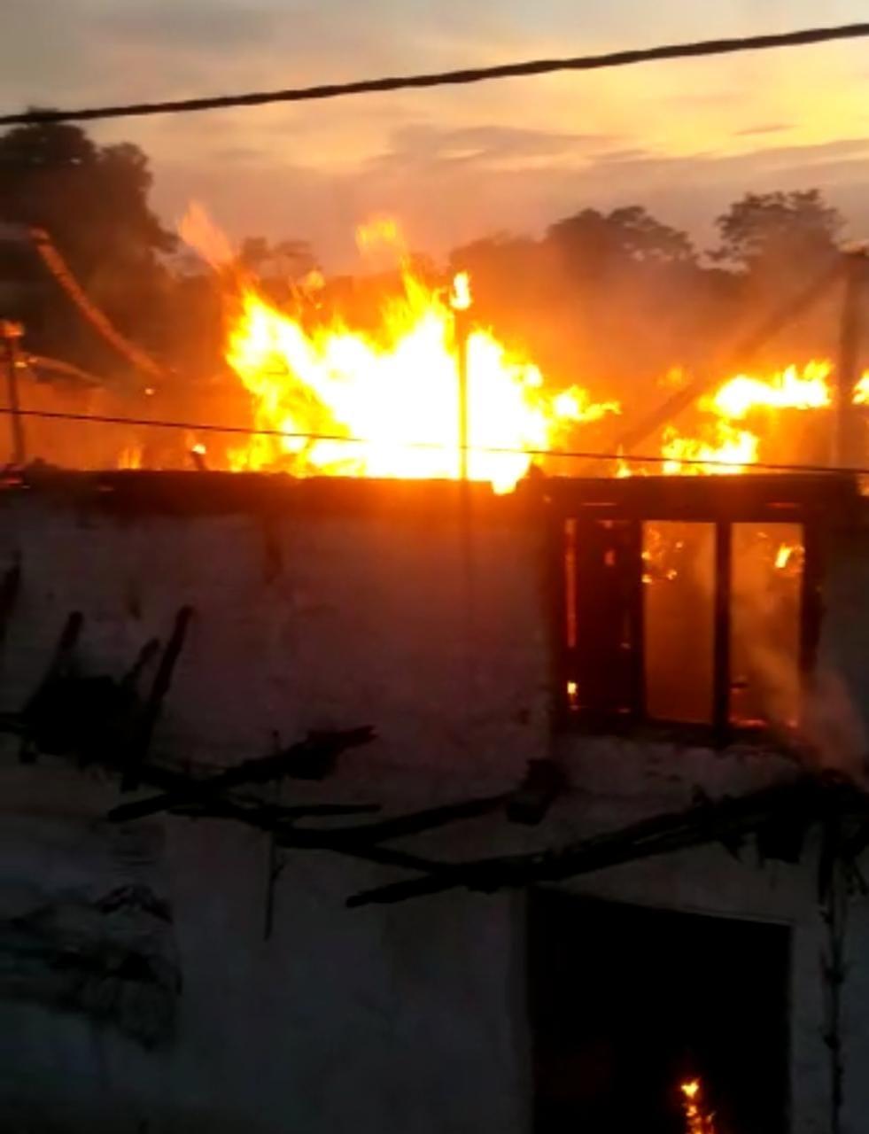 खाना बनाते समय लगी आग, ग्राम कोटवार का घर खाक; एक घंटे बाद पहुंची फायर ब्रिगेड ने पाया काबू होशंगाबाद,Hoshangabad - Dainik Bhaskar
