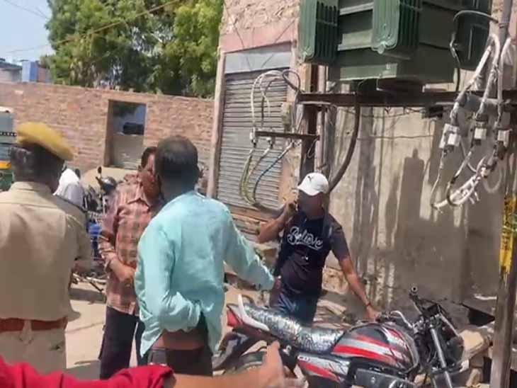 मकान के बाहर धो रही थी फर्श, निकट के ट्रांसफार्मर के झूलते तारों की चपेट में आ गई|जोधपुर,Jodhpur - Dainik Bhaskar