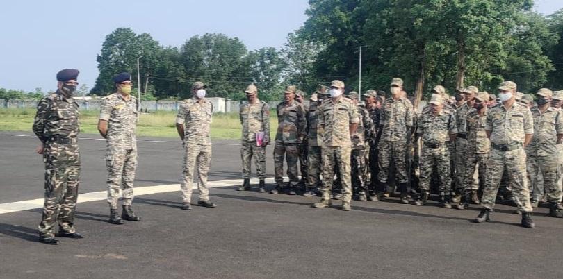 नक्सल ऑपरेशन के DG ने तीनों जिलों की पुलिस को चौकन्ना रहने के निर्देश दिए हैं।