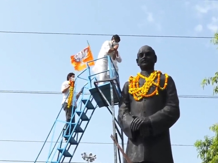 श्यामा प्रसाद मुखर्जी की प्रतिमा पर माल्यार्पण करने पहुंचे भाजपाई, कैलाश विजयवर्गीय के जाने के 15 मिनट बाद सिलावट के साथ पहुंचे सिंधिया|इंदौर,Indore - Dainik Bhaskar