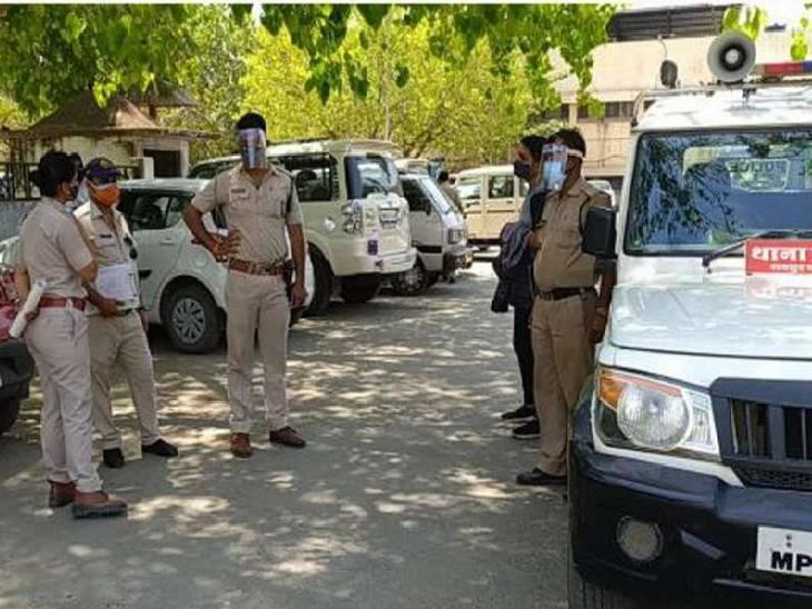 21 लाख रुपए निकालने में सहयोगी रहे बैंक मैनेजर और कैशियर गिरफ्तार, रीजनल कार्यालय की मदद से आरोपियों को बुलवाया था रीवा,Rewa - Dainik Bhaskar