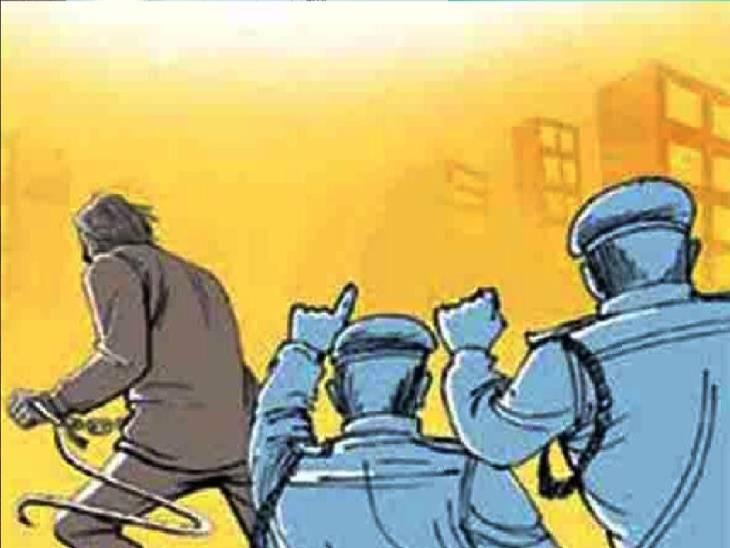 मथुरा के व्यापारी से 43 लाख रुपए छीनने वाले असिस्टेंट कमिश्नर और सीटीओ हुए गायब, अब 25 हजार रुपए का इनाम रखा गया|लखनऊ,Lucknow - Dainik Bhaskar