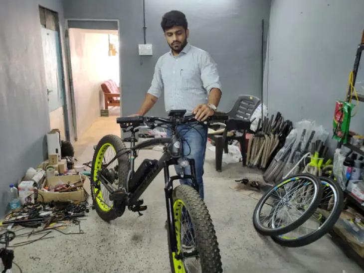विवेक अभी अपने ई साइकिल की मार्केटिंग ऑफलाइन और ऑनलाइन दोनों ही तरह से देशभर में कर रहे हैं।