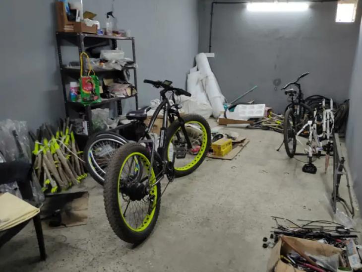 विवेक द्वारा बनाई गई इलेक्ट्रिक साइकिल की कीमत 25,000 रुपए से लेकर 46,500 रुपए तक है।