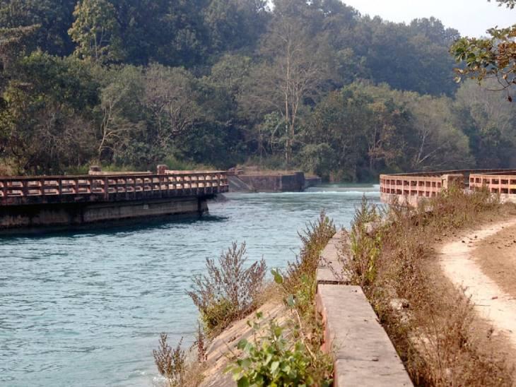 गोवा की तर्ज पर यहां भी समंदर जैसे किनारे का नजारा पर्यटकों को एक अलग ही आनंद देता है।