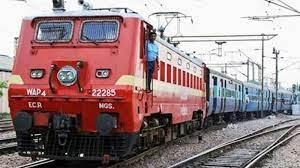 वाराणसी में अब 8 मिनट में साफ हो जाएगी 24 कोच की ट्रेन, मंडुवाडीह कोचिंग डिपो में लगाया गया ऑटोमेटिक कोच वॉशिंग प्लांट, पानी की होगी बचत|वाराणसी,Varanasi - Dainik Bhaskar