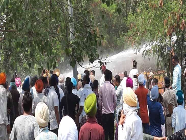 चंडीगढ़ बॉर्डर पर चंडीगढ़ पुलिस ने आंसू गैस और पानी की बौछार की