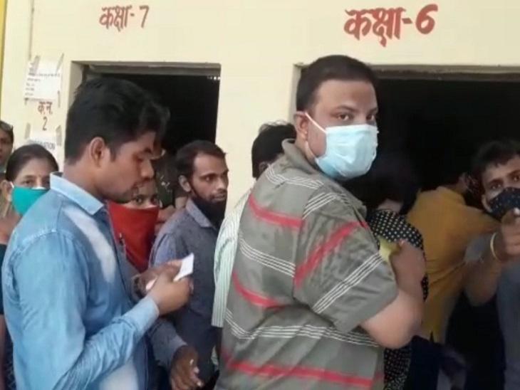 युवक ने वैक्सीन के लिए बुक कराया स्लॉट, लगवाने से पहले ही जारी हो गया सर्टिफिकेट; CMO बोले- मानवीय भूल|आगरा,Agra - Dainik Bhaskar