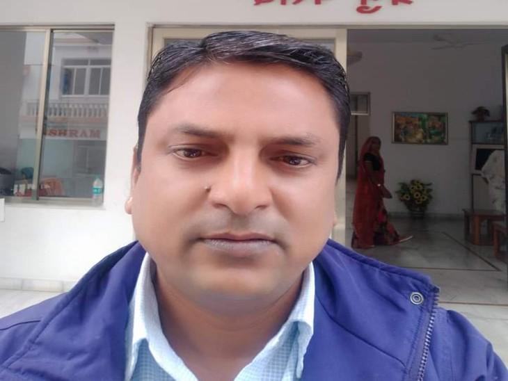 ग्राम विकास अधिकारी की कार को अज्ञात वाहन ने मारी टक्कर, हादसे में मौत, दो महीने पहले ही कोरोना से पत्नी की हुई थी मौत|बाड़मेर,Barmer - Dainik Bhaskar