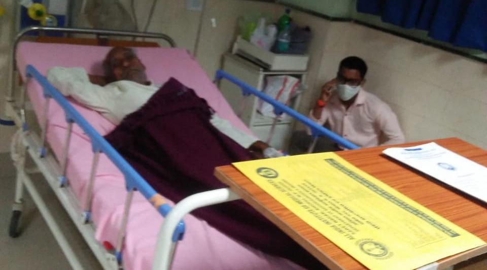 सिर में गंभीर चोट लगी, सिटी स्कैन में पता चलेगी सही स्थिति, बेटा बोला- पिता को खून की उल्टियां भी हुई|भोपाल,Bhopal - Dainik Bhaskar