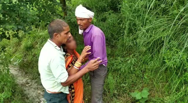 सुनसान सड़क से झाड़ियों में ले गए बदमाश, दुष्कर्म कर वीडियो वायरल किया, पुलिस बोली- न शिकायत न पहचान, किस पर करें कार्रवाई|बिहार,Bihar - Dainik Bhaskar