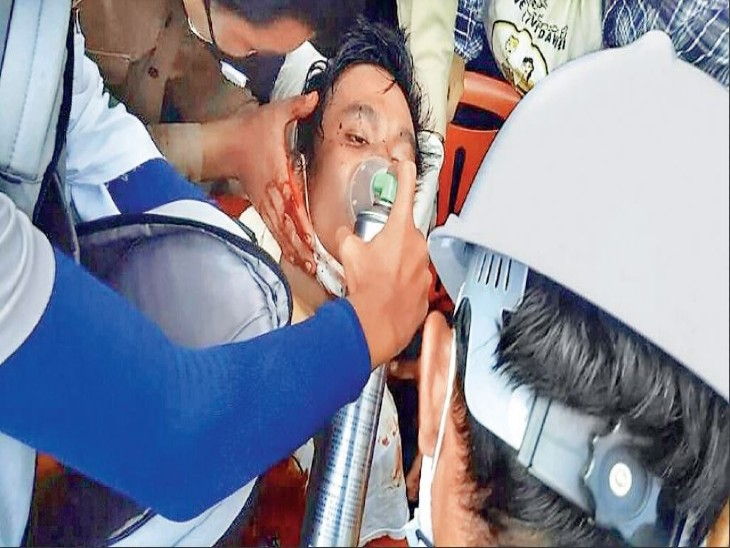 हेल्थकेयर वर्कर्स निशाने पर; विरोध किया तो सेना का कई अस्पतालों पर कब्जा, टीकाकरण रुका|विदेश,International - Dainik Bhaskar