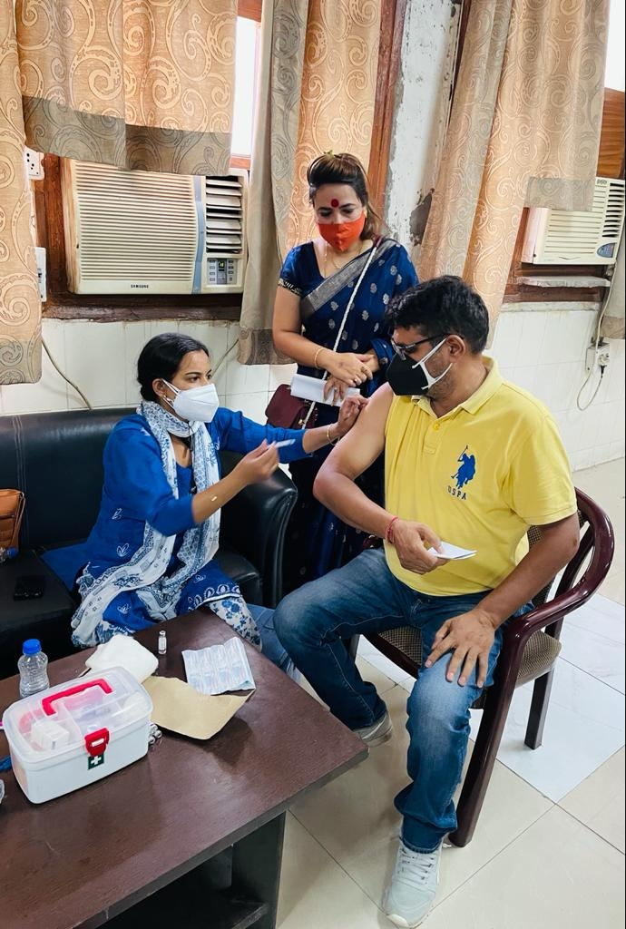 वैक्सीनेशन का काम लगातार चल रहा है। - Dainik Bhaskar