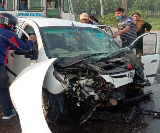 यमुनानगर में हादसे में क्षतिग्रस्त हुई कार, जिसमें सवार एक व्यक्ति की मौत हो गई, वहीं 7 घायल हो गए। - Dainik Bhaskar
