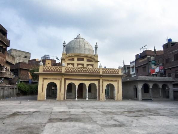 गंगाराम की समाधि पंजाब प्रांत के लाहौर में टक्साली गेट के पास स्थित है। - Dainik Bhaskar