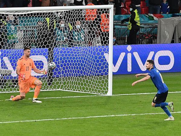 जॉर्जिन्हो के इसी गोल की बदौलत इटली की टीम फाइनल में पहुंची। जॉर्जिन्हो ने क्लब चेलसी के लिए खेलते हुए प्रीमियर लीग में पेनल्टी पर 6 गोल दागे थे।