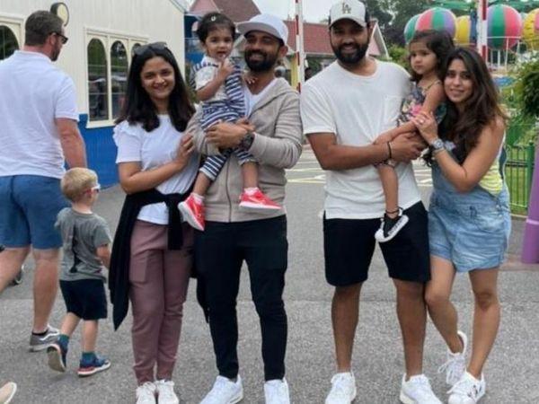 वर्ल्ड टेस्ट चैंपियनशिप फाइनल के बाद इंग्लैंड में परिवार के साथ छुट्टियां मनाते हुए अजिंक्य रहाणे और रोहित शर्मा।